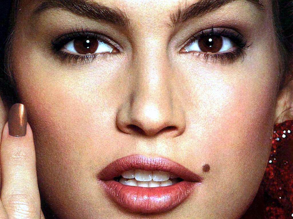 Models w ith facial beauty marks fill blank