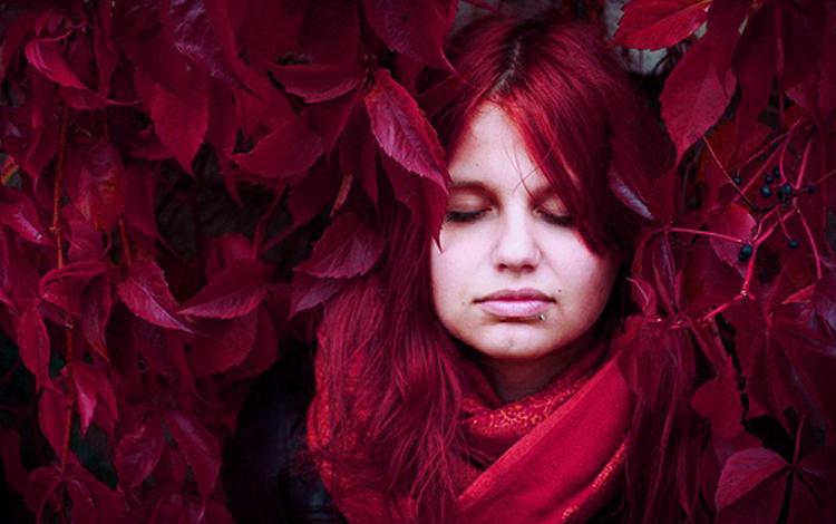 Renkli saçlar bu yıl yerini vişneçürüğü ve bordoya bırakıyor